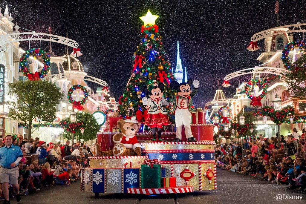 mickeys-once-upon-a-christmastime-parade-2